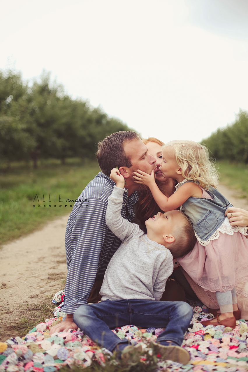 rts12 How to Capture Raw, Emotion filled Family Pictures