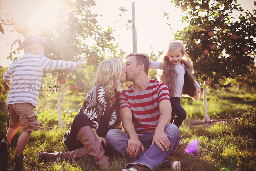 rts8 How to Capture Raw, Emotion filled Family Pictures