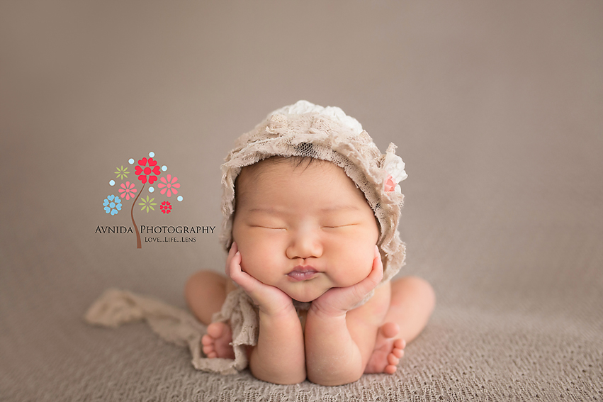 Froggie-Pose-for-Newborn-Photography-Pose-by-Avnida-Photography-Newborn-Photographer-NJ