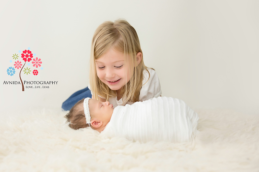 Tips to get the perfect sibling pose for newborn photography by Avnida Photography, Newborn Photographer NJ