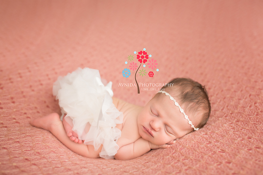 Tips for Tushie Up Newborn Pose by Avnida Photography, NJ Newborn Photographer