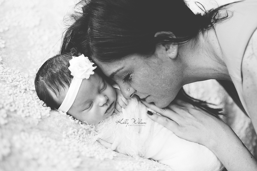 newborn photography pictures mom snuggling with baby